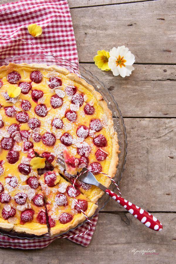 Crostata-con-crema-pasticcera-e-ciliegie