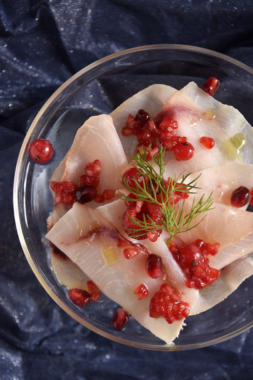 Carpaccio di pesce ai frutti rossi