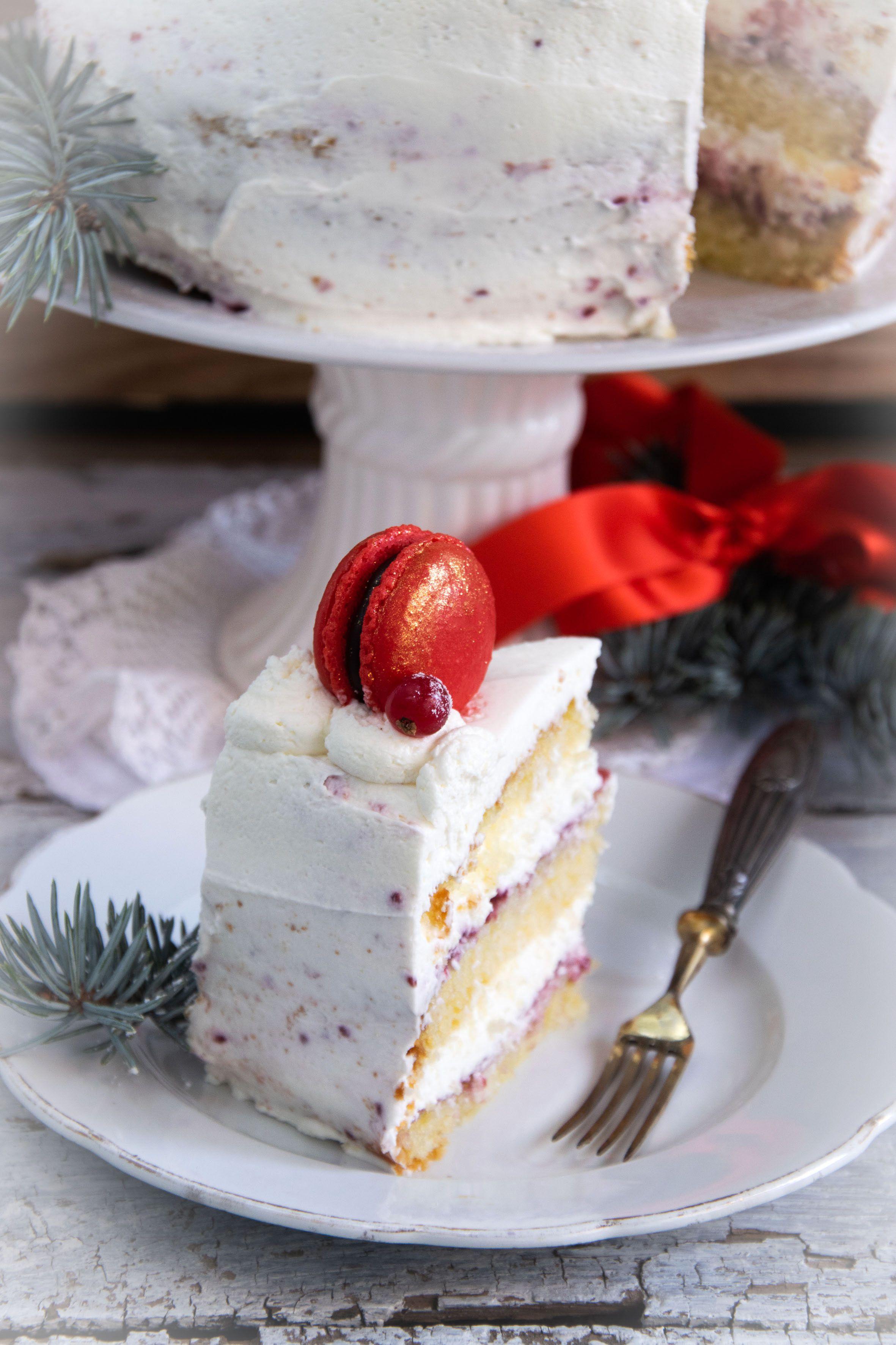 Torta decorata con i macarons