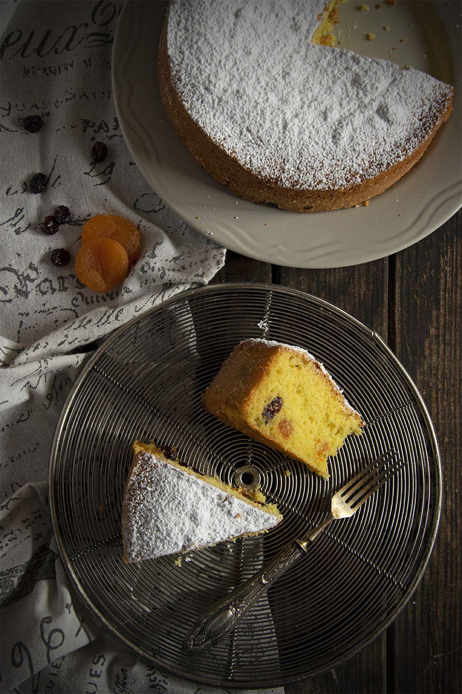 Torta semola e frutta secca