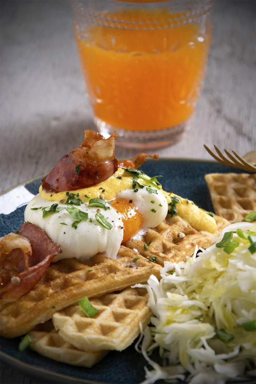 Waffle salati con l'uovo
