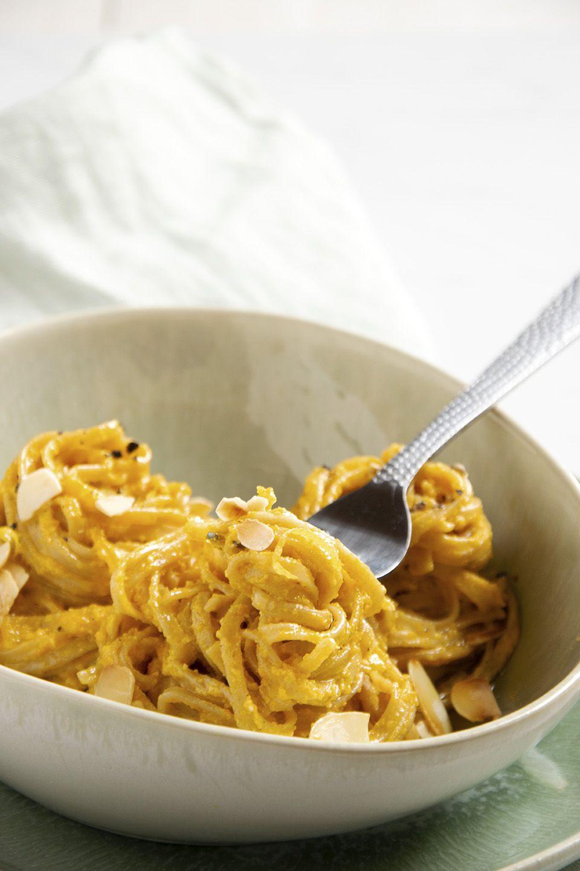Pasta integrale con pesto di carote