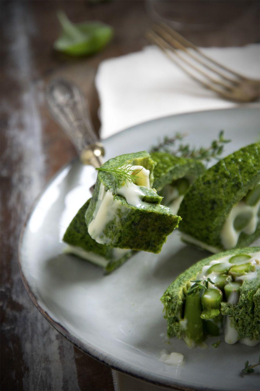 Rotolo di frittata con asparagi