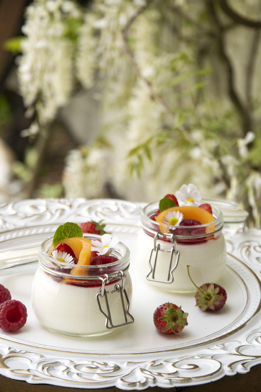Panna cotta allo yogurt e frutta
