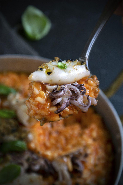 Risotto con crema di peperoni e calamaretti