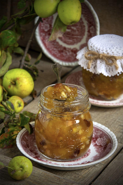 Confettura di mele e uvetta