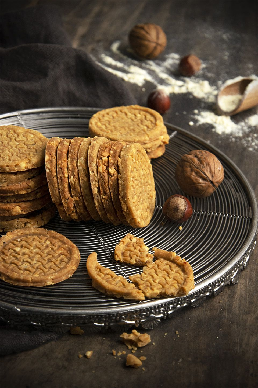 Biscotti di farina di ceci e frutta secca