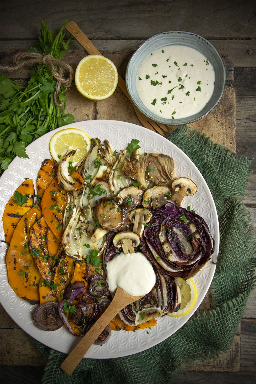 Grigliata di verdure invernali con salsa alla tahina