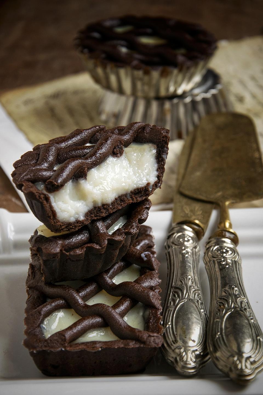 Crostatine al cacao con crema al latte