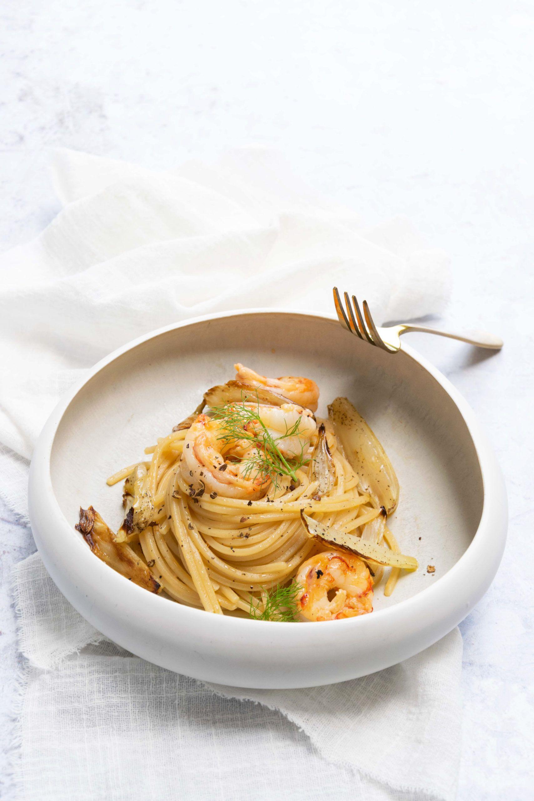 Spaghetti con gamberi e finocchi