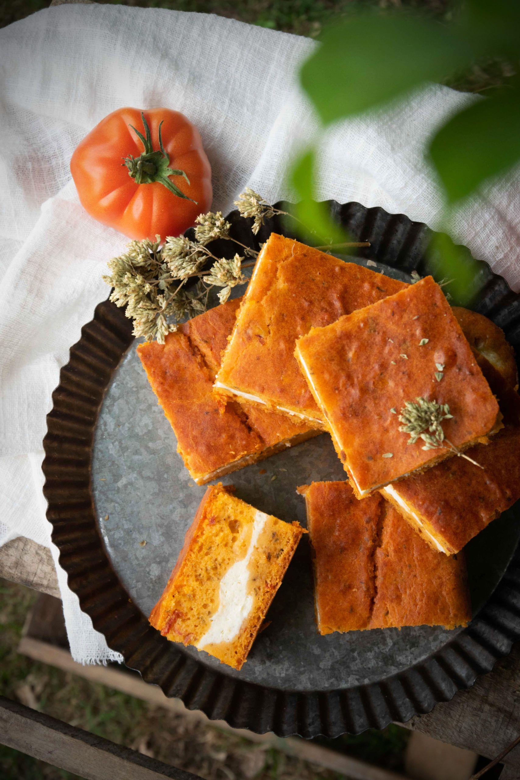 Torta salata soffice con crema di ricotta e pomodori secchi